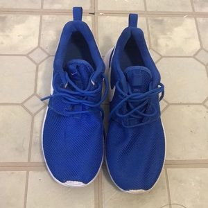 Nike running shoes size 4.5